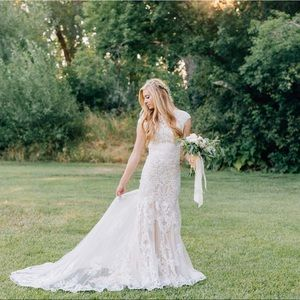 Size 4 lace fitted wedding dress